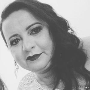 Vânia Santos de Paula